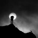 تصویر من مرد تنهای شبم