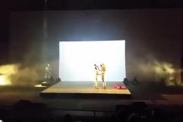 گریه و بغض  سیا در یکی از اجراهای زنده