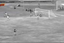 ۲ گل به یاد ماندنی اسطوره استقلال و تیم ملی ( زنده یاد غلامحسین مظلومی) به کره