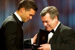مراسم اهدای جایزه بهترین بازیکن دهه اخیر فوتبال آلمان به میشائیل بالاک (عکس)