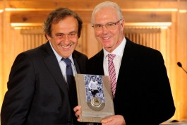 اهدای جایزه ویژه یوفا به فرانس بکن باور با حضور بزرگان فوتبال آلمان (عکس)