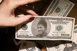 نیمار غرق در پول