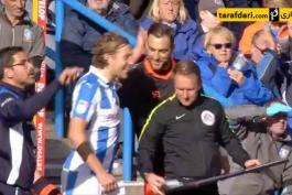 ویدئو؛ دزدیدن یادداشت فنی از بازیکن حریف در لیگ دسته دو انگلیس