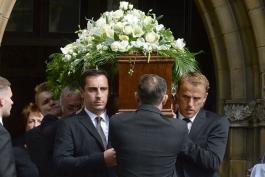 گزارش تصویری؛ حضور اسطوره های منچستریونایتد در مراسم به خاک سپاری  پدرِ براردان نویل