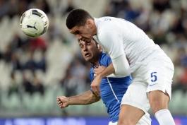 مصدومیت کریس اسمالینگ در جریان بازی با ایتالیا