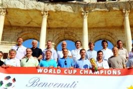 تمجید قهرمانان جام جهانی 1990 از قیصر به مناسبت تولد او