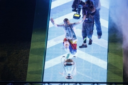 گزارش تصویری؛ حضور بازیکنان رئال مادرید در ساختمان شهرداری مادرید و جشن قهرمانی اوندسیما در برنابئو