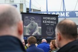 گزارش تصویری؛ حضور چهره های مطرح فوتبال جزیره در مراسم تدفین هاوارد کندال