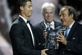 گزارش تصویری؛ دریافت جایزه بهترین بازیکن سال اروپا توسط کریستیانو رونالدو