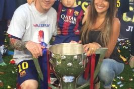 عکس روز؛ خانواده مسی در جشن قهرمانی لالیگا
