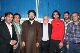 عکس روز: پیراهن طارمی به نوه امام اهدا شد