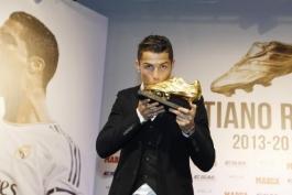 گزارش تصویری: دریافت کفش طلای فصل 2013/14 توسط کریستیانو رونالدو