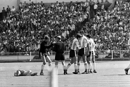 انگلیس-فیفا-آرژانتین-بابی چارلتون-کارت زرد-کارت قرمز