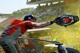 موتورسوار تیم دوکاتی