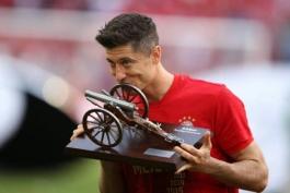 جدول گلزنان بوندسلیگای آلمان در پایان فصل 2018/19؛ روبرت لواندوفسکی برای چهارمین بار آقای گل شد