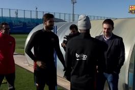 🔶 خوش و بش یری مینا با مربی و بازیکنان بارسلونا ᴴᴰ