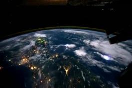 یه دور دور کره زمین