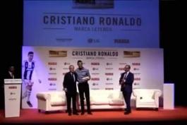 🔺لحظه ای که رونالدو با پرز در مراسم مارکا روی صحنه دیدار میکنه ، تماشاگرای تو استودیو داد میزنن مسی بهترین تاریخه 😂💙❤️  ☆