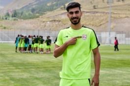 رأی نهایی فیفا در خصوص شکایت باشگاه ذوب آهن از رضا شکاری، بازیکن کنونی تراکتور 8 آبان ماه اعلام خواهد شد