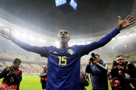الکساندر ایساک جدیدترین قربانی نژادپرستی؛ داور از ایساک اجازه خواست بازی رومانی و سوئد را متوقف کند