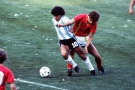 از دریبل زیدانی تا رابونا؛ نگاهی به حرکات منحصر به فرد در فوتبال و بازیکنانی که آنها را ابداع کردند