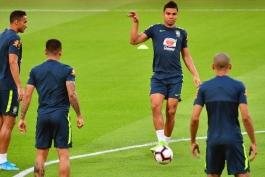 کاسمیرو: تمامی اعضای تیم ملی برزیل موضع مشترکی در مورد برگزاری کوپا آمریکا در کشور ما دارند