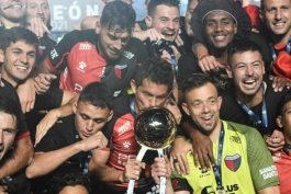 کولون برای اولین بار در تاریخ قهرمان لیگ آرژانتین شد
