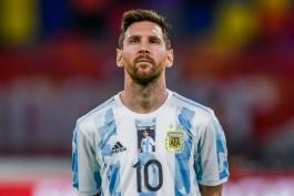 ادای احترام لیونل مسی و بازیکنان آرژانتین به دیگو مارادونا / عکس