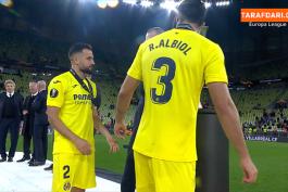 لحظه بالا بردن جام قهرمانی لیگ اروپا توسط ماریو گاسپار و رائول آلبیول، دو کاپیتان ویارئال / فیلم