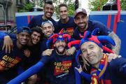 شهر بارسلون-لالیگا-کوپا دل ری-دوگانه اسپانیا- آندرس اینیستا-طرفداران بارسلونا-جشن قهرمانی در خیابان